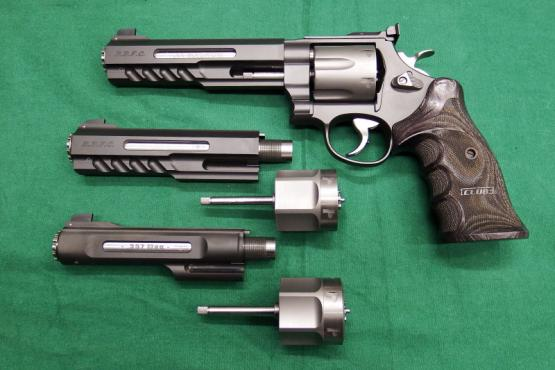 Jubiläumsrevolver-Set Smith & Wesson Club 30 - 25 Jahre - 44 MAG / 357 MAG / 22 LR