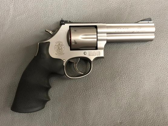 "Smith & Wesson M686 .357 Security Special 4"" RB, stainless/matt Revolver"