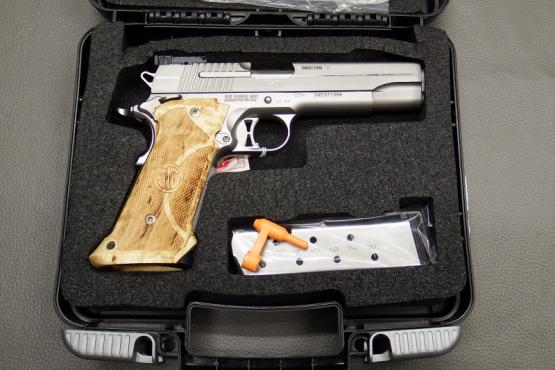 SIG Sauer 1911 Stainless Supertarget Kaliber .45 ACP Pistole