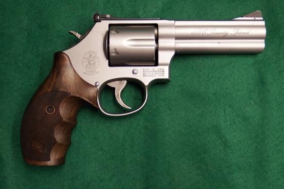 "Smith & Wesson 686 Security Special 4"" Kaliber .357 Magnum Revolver"